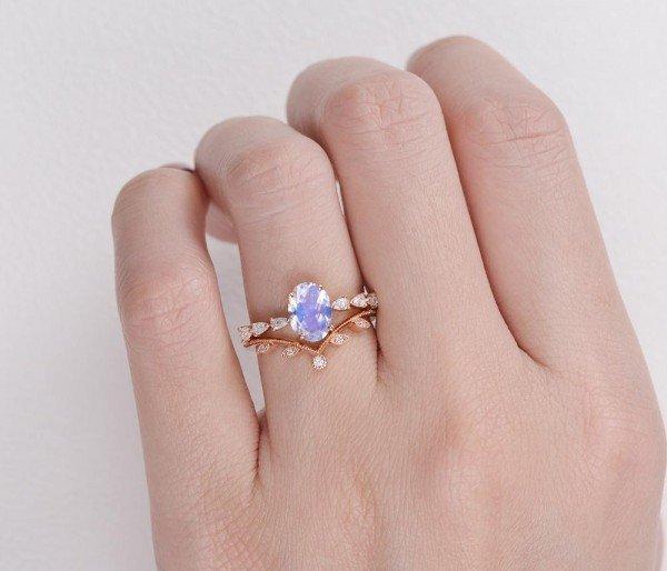 Oval Blue Moonstone Vintage Leaf Ring - Finger