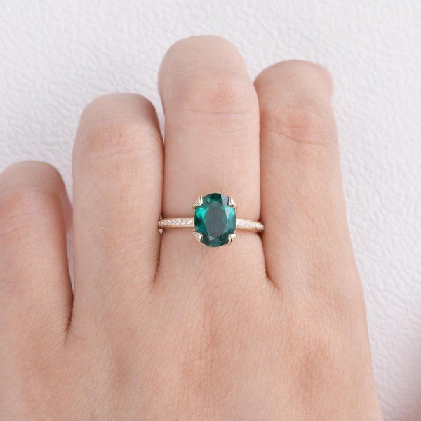 Oval Green Emerald Cuddle Ring - Yellow - Finger