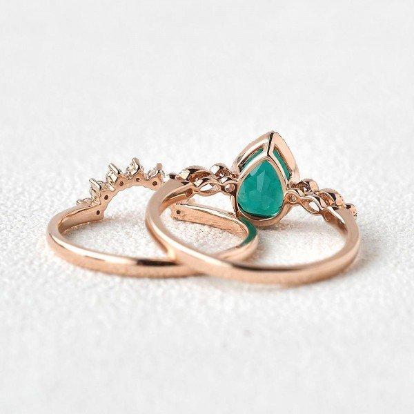 Pear Shaped Green Emerald Vintage Beaded Ring Set - Back