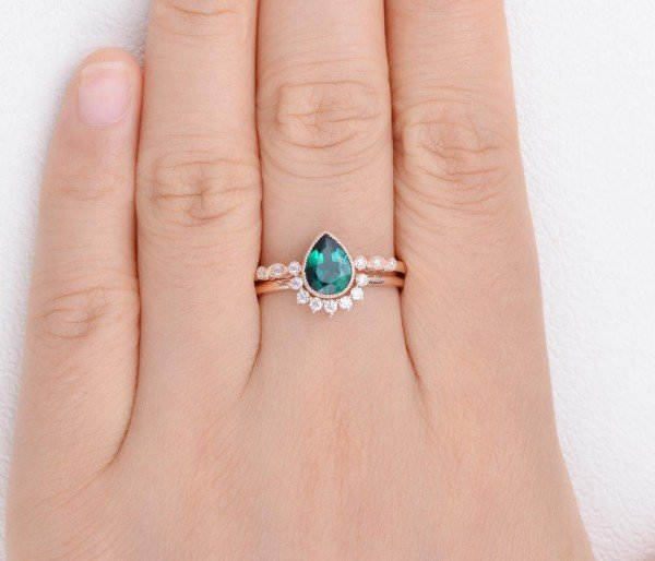 Pear Shaped Green Emerald Vintage Beaded Ring Set - Finger