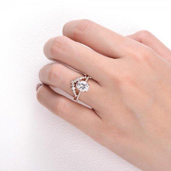 Oval Shpaed Moissanite Class Crown Set - Finger