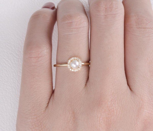 Round Pearl Halo Ring - Finger