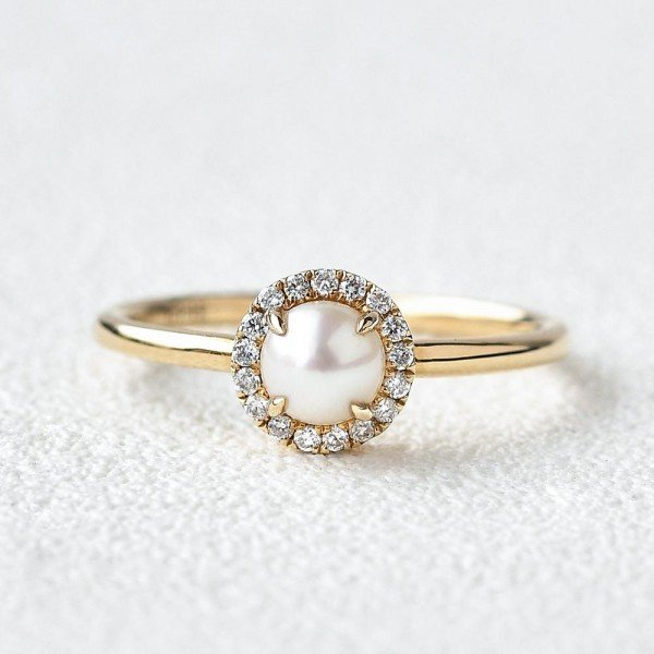 Round Pearl Halo Ring - Front